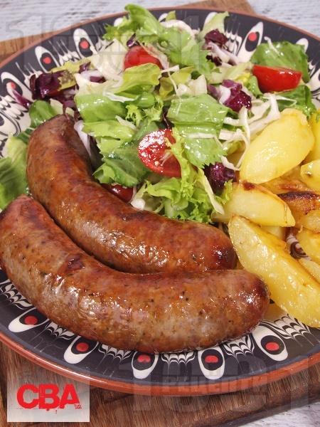 Печена домашна наденица от телешко и свинско месо на фурна - снимка на рецептата